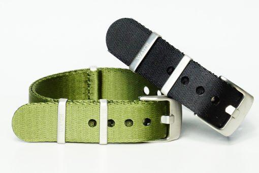 Seatbelt Armbänder in den Farben grün und schwarz