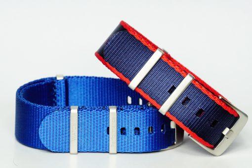 Seatbelts in den Farben blau und blau/rot