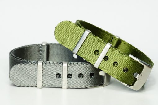 Seatbelts in den Farben grau, grün