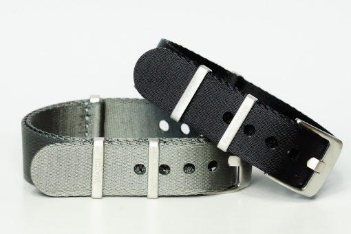 Seatbelt Armbänder in den Farben grau und schwarz